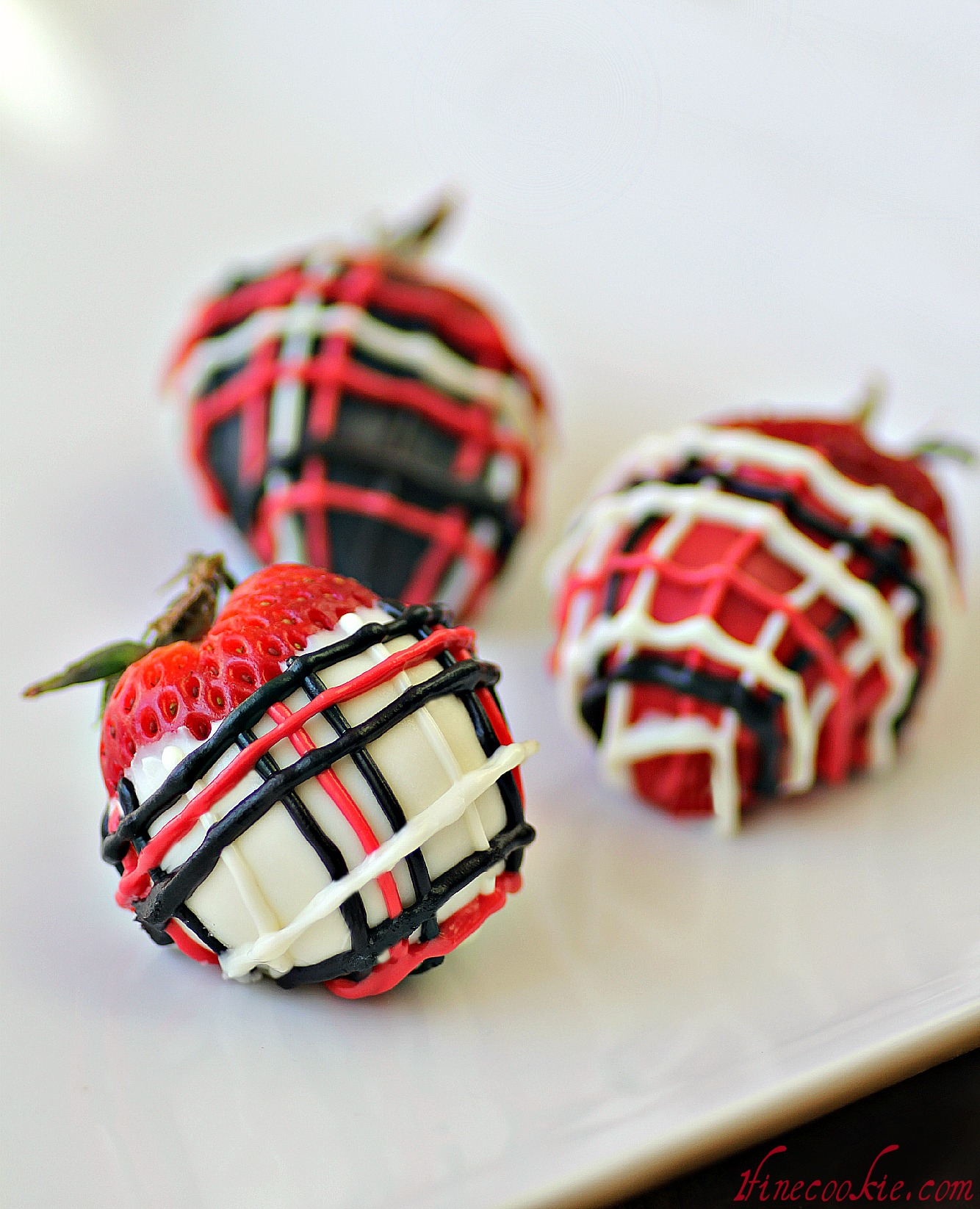 cookies cream stuffed strawberries covered in plaid. Black Bedroom Furniture Sets. Home Design Ideas