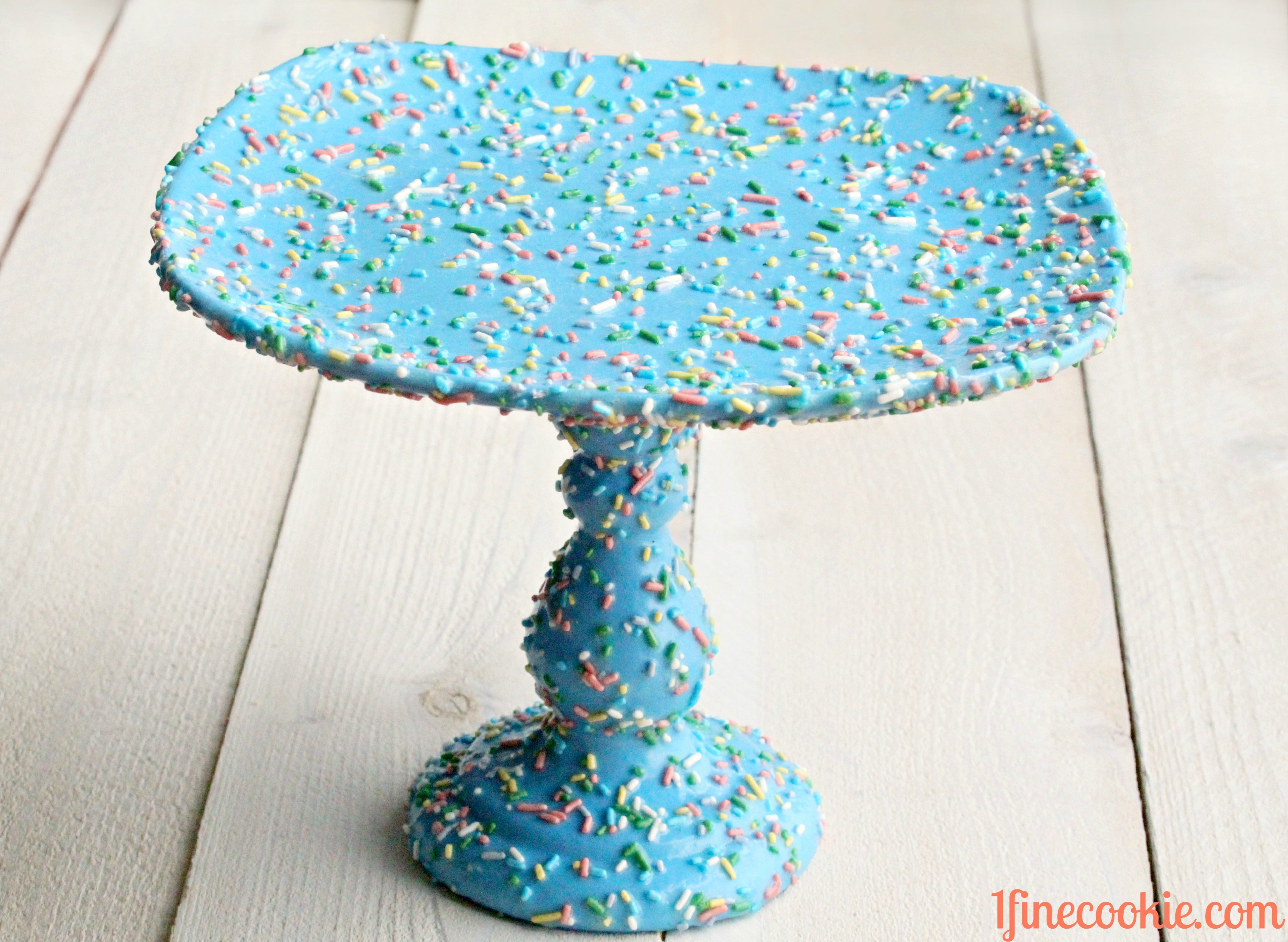 Sprinkle Cake Stand 1 Fine Cookie